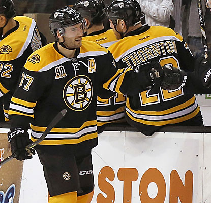Patrice Bergeron's second-period goal gives the Bruins two 30-goal scorers for the first time since 2002-03.  (USATSI)