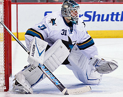 San Jose goalie Antti Niemi stops 30 shots, including Shane Doan on a breakaway late in the third period. (USATSI)