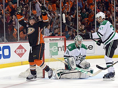 Matt Beleskey doesn't know it, but he scores what turns out to be the winning goal, even though it gives Anaheim a 4-0 lead.  (USATSI)