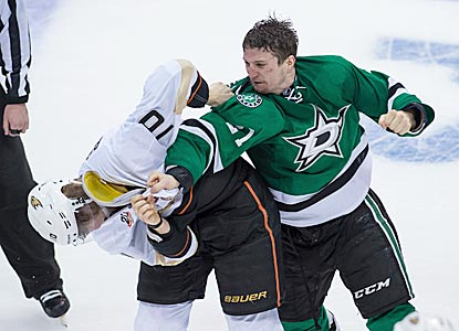 Antoine Roussel and the Stars show Corey Perry and the top-seeded Ducks they won't be pushed around (USATSI)
