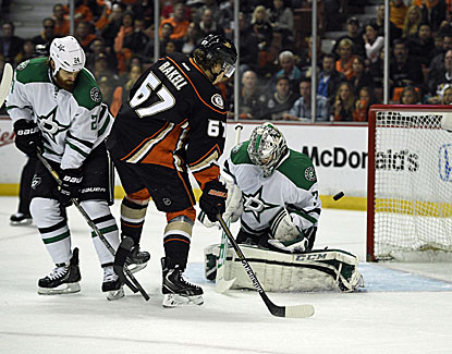 Dallas goalie Kari Lehtonen allows five goals on Anaheim's first 21 shots as the Ducks cruise to the easy win. (USATSI)