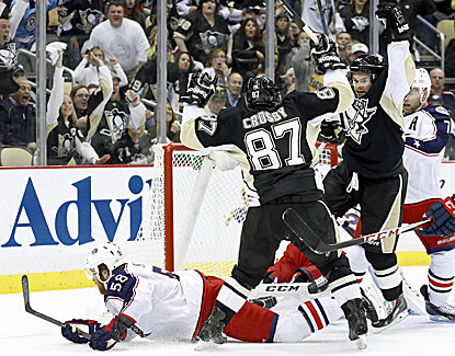 Chris Kunitz ties the game in the second period, and the Penguins add two more to knock off the Blue Jackets in Game 5. (USATSI)