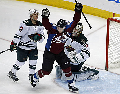 Nathan MacKinnon nets the winner 3:27 into overtime as the Avalanche take a 3-2 series lead over the Wild. (USATSI)