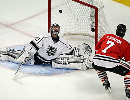 Jonathan Quick comes up with 23 saves for the Kings, including this remarkable stop in the 2nd period. (USATSI)
