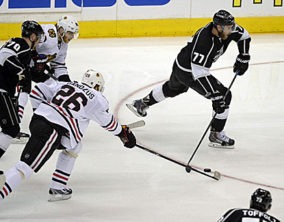Jeff Carter racks up a goal and two assists to lead the Kings to a dominant 4-3 win over Chicago in Game 3. (USATSI)