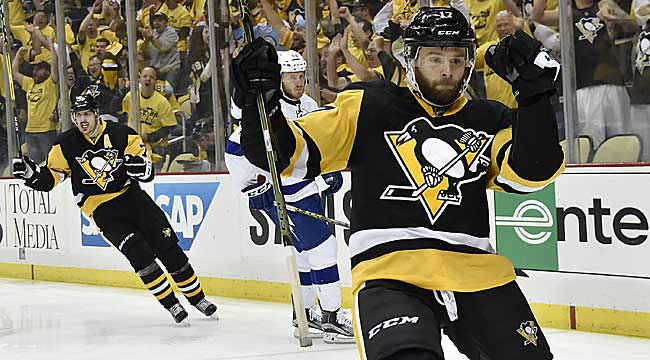 Penguins top Lightning