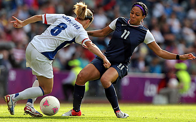 Sydney Leroux of the U.S. challenges Sonia Bompastor of France in the Americans' victory. (Getty Images)