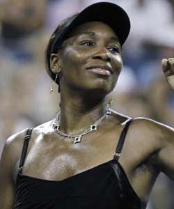 Venus Williams pumps her fist after defeating Roberta Vinci of Italy to advance at the U.S. Open. (AP)