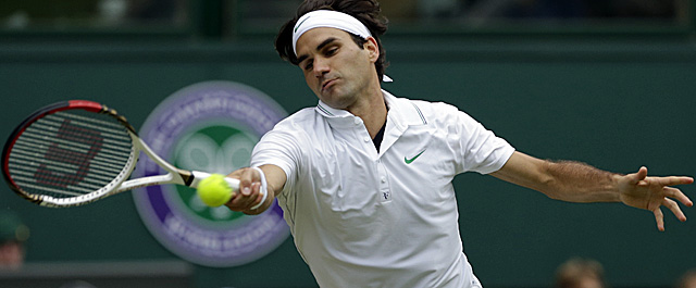 After falling behind 2-0 in the fourth set, Federer recovers to win the next five games. (AP)
