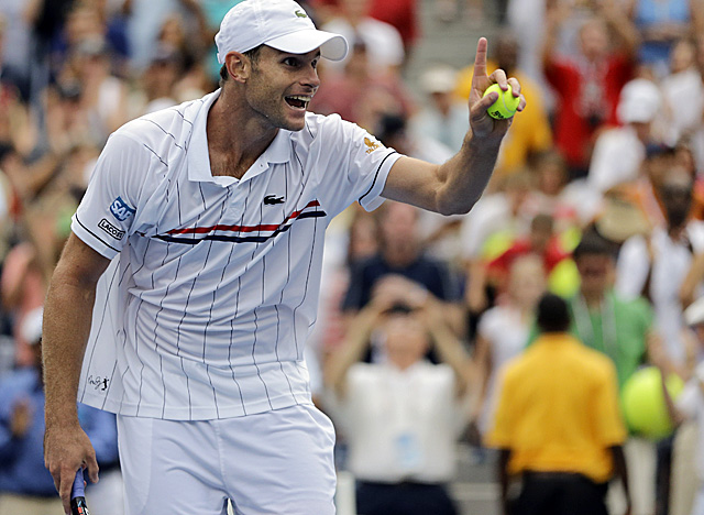 Roddick stays one match ahead of retirement after beating Italy's Fabio Fognini. (AP)
