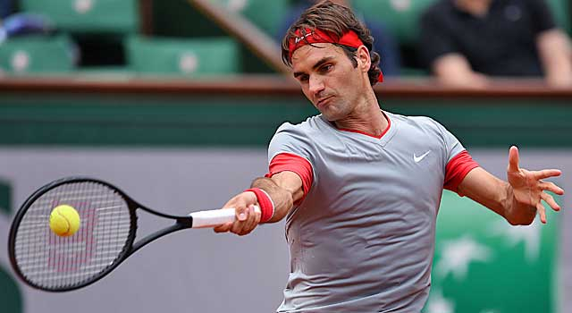 Roger Federer rolls past Lukas Lacko in a French Open first-rounder. (Getty Images)