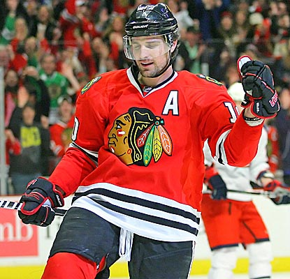 Patrick Sharp's two goals helps Chicago win its fourth straight.  (US Presswire)