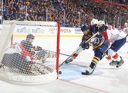 Jason Pominville scores a first-period goal against Panthers goalie Tomas Vokoun to give the Sabres the early lead. (AP)